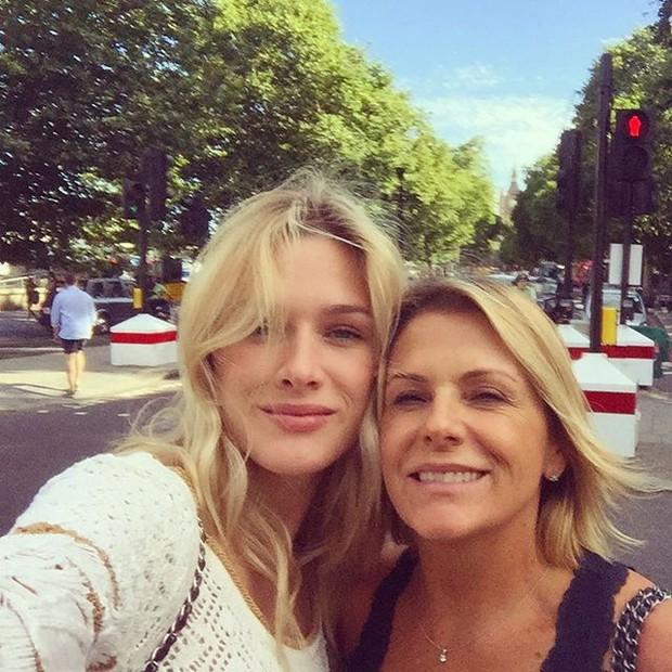Fiorella Mattheis com a mãe  (Foto: Reprodução/Instagram)