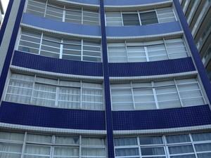Prédio fica na Avenida Presidente Wilson, em Santos (Foto: Luna Oliva/G1)