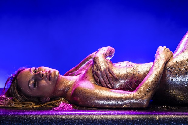 Claudia Leitte no clipe de Carnaval (Foto: Darren Craig)