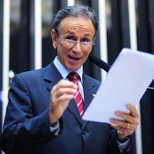 O deputado Paulo Piau (PMDB-MG), durante leitura do relat&#243;rio do C&#243;digo Florestal (Foto: Saulo Cruz/Ag&#234;ncia C&#226;mara)