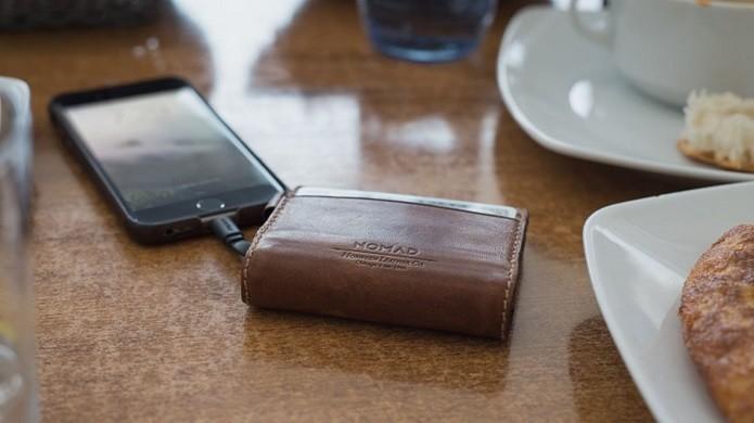 Carteira vem com bateria e cabo imbutidos (Foto: Reprodução/Life Hacker)