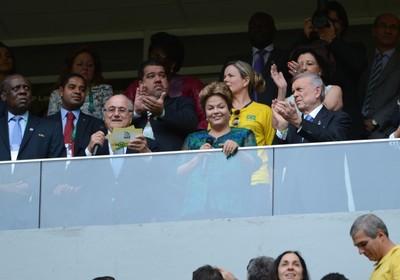 O presidente da Fifa, Joseph Blatter, e a presidenta Dilma Rousseff declararam iniciada oficialmente a Copa das Confederações 2013 (Foto: Fabio Rodrigues Pozzebom/ABr)
