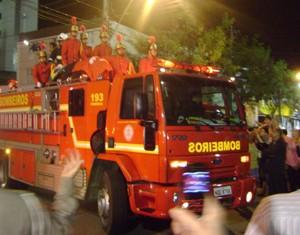 Corpo de Ronaldo chegou em Campina Grande em carro aberto (Foto: Rafael Melo/G1)