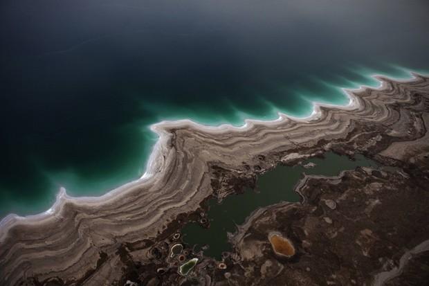 Vista aérea mostra que Mar Morto está secando. (Foto: AFP Photo/Menahem Kahana)