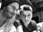 Brooklyn Beckham faz selfie com o pai e brinca: 'Mais descolado que ele'