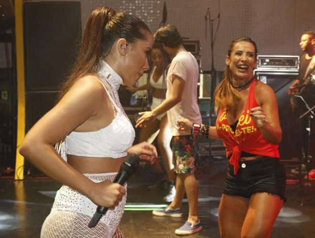 Anitta e Scheila Carvalho (Foto: Veri Lopes/agfpontes/diivulgacao)