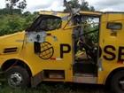 Quadrilha rouba carro-forte, atira em segurança e faz refém na Bahia