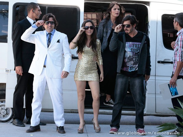 Murilo, Valdirene e Jefferson chegam abafando ao shopping (Foto: Pedro Curi/TV Globo)