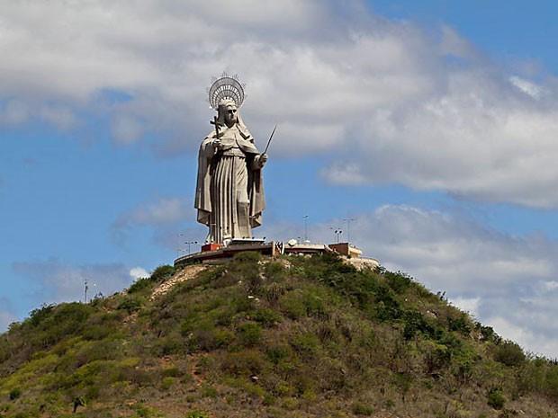 Monumento é considerado a maior imagem católica do mundo com 56 metros (Foto: Canindé Soares)