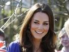 Kate Middleton usa vestido emprestado da mãe em evento