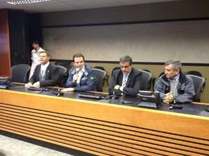 Prefeito Eduardo Paes em entrevista coletiva sobre alteração da missa no Campo da Fé (Foto: Juliana Cardilli/G1)