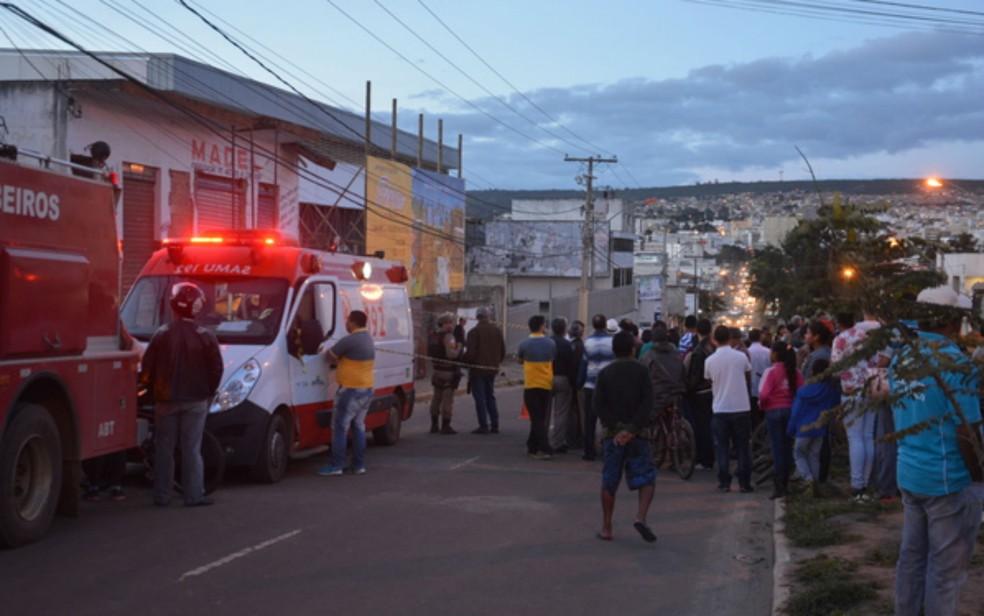 Um homem morreu e outro ficou ferido após desabamento em Vitória da Conquista (Foto: Anderson Oliveira/Blog do Anderson)