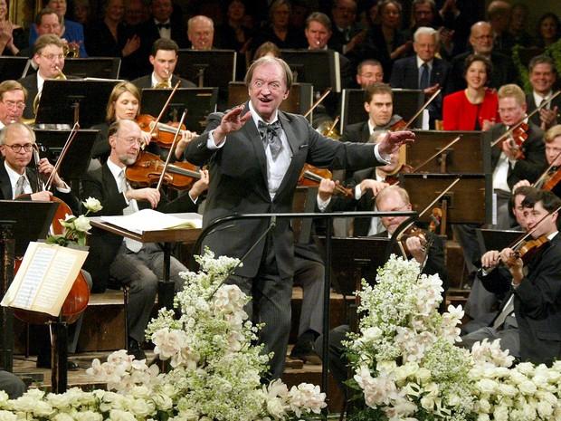 Maestro Nikolaus Harnoncourt faleceu no último sábado (5). Na imagem, ele participa de um concerto em 2003, na Áustria. (Foto: Leonhard Foeger/Reuters)