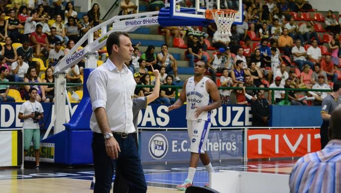 Danilo Padovani técnico Mogi das Cruzes Basquete (Foto: Bruno Rocha)