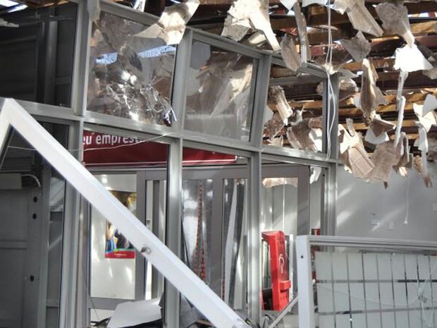 Agências bancárias foram destruídas em Iepê  (Foto: Sérgio Maciel/Cedida)