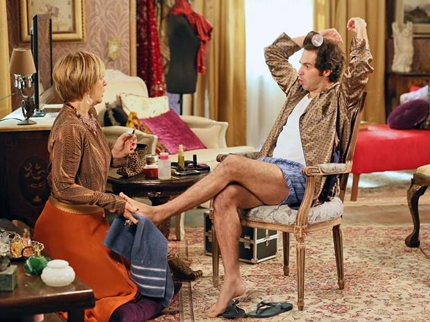 Que pesadelo! Pepito vira chefe e dá bronca em Samantha (Foto: Isabella Pinheiro / Gshow)