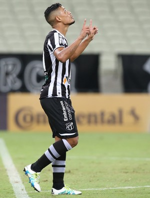 Tomas Bastos Ceará x Joinville Copa do Brasil Arena Castelão (Foto: Kid Júnior/Agência Diário)