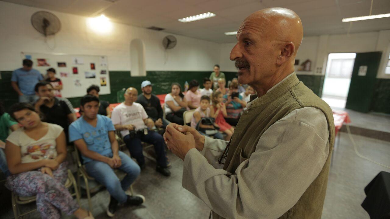 Reza palestrando na Bienal de Arte Contemporânea (Foto: Divulgação)