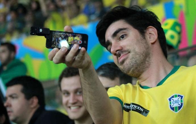 Adnet torcida Brasil x Camarões (Foto: Thiago Lavinas)