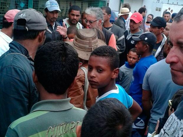 Confusão chama atenção em feira livre de Planalto (Foto: Blog do Anderson)