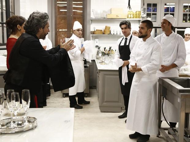 Zé aplaude o trabalho de Vicente (Foto: Fábio Rocha/TV Globo)