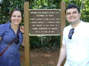 Taíssa Rodrigues ao lado do marido, Willian Ferreira, no parque. (Foto: Taíssa Rodrigues/Arquivo pessoal)