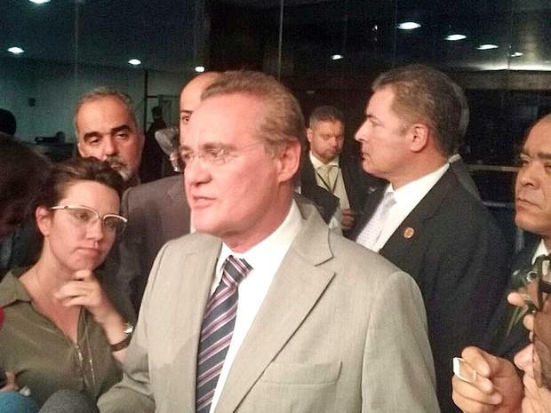 Renan Calheiros concede entrevista coletiva no Salão Azul do Senado (Foto: Gustavo Garcia/G1)