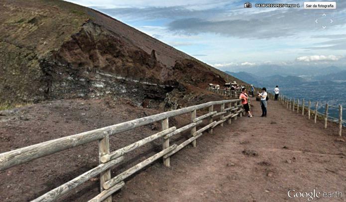 Passeio pelo Vesúvio inclui panoramas e fotos (Foto: Reprodução/Google Earth)
