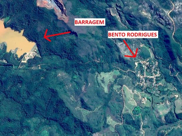 Outra imagem mostra o distrito de Bento Rodrigues antes do rompimento das barragens (Foto: Divulgação/ Airbus Defence and Space)