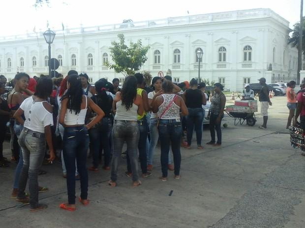 Manifestantes foram para o Palácio dos Leões, na capital, onde foram ouvidas por representes do governo do MA (Foto: Alessandra Rodrigues/Mirante AM)