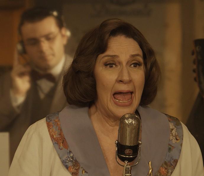 Rosane Gofman faz a voz de Cristina na radionovela (Foto: Gshow)