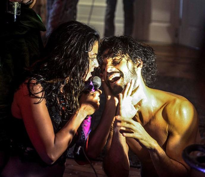 Iolanda e Afrânio são apaixonados um pelo outro  (Foto: Caiuá Franco/TV Globo)