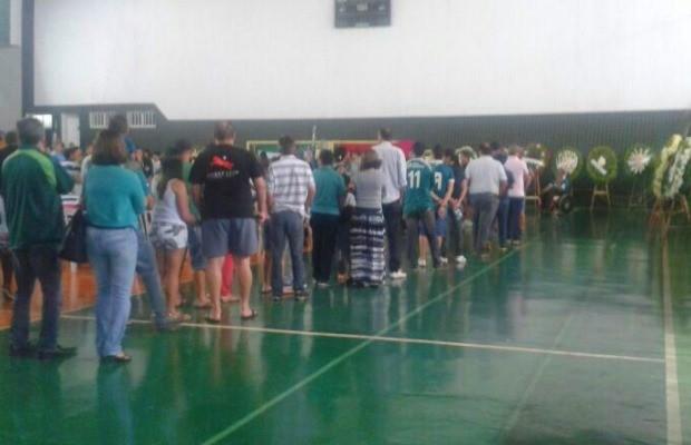 Em fila, torcedores se despedem do ex-jogador Fernandão, em Goiânia, Goiás (Foto: Guilherme Gonçalves/ G1)