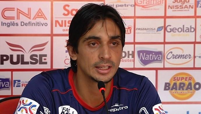 Vinícius Simon, zagueiro do Vila Nova (Foto: Reprodução/TV Anhanguera)