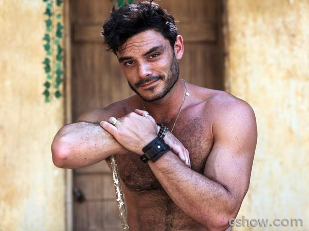 O ator mostra sua boa forma ao site oficial da novela (Foto: Ellen Soares / TV Globo)