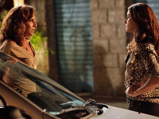 Wanda diz a Helô que não deve nada à polícia (Foto: Salve Jorge/TV Globo)