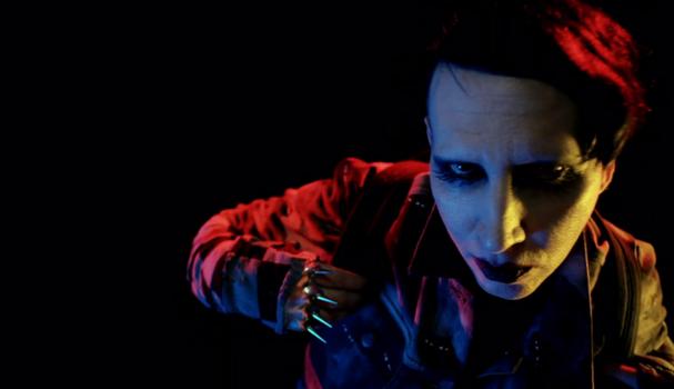 Marilyn Manson no vídeo da campanha de inverno 2017 de Marc Jacobs (Foto: Divulgação)