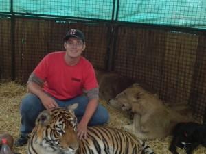 Na Argentina, Wilson aproveitou para conhecer o Zoológico de Lujan e tirar fotos com os felinos. (Foto: Wilson da Silva Alves/VC no G1)