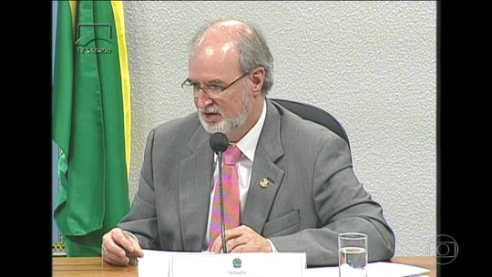 Justiça de MG determina bloqueio de bens de Eduardo Azeredo