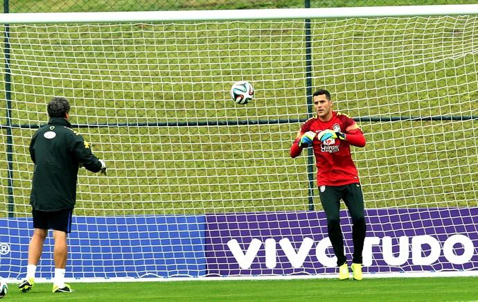 Julio Cesar no treino da Seleção (Foto: Mowa Press)