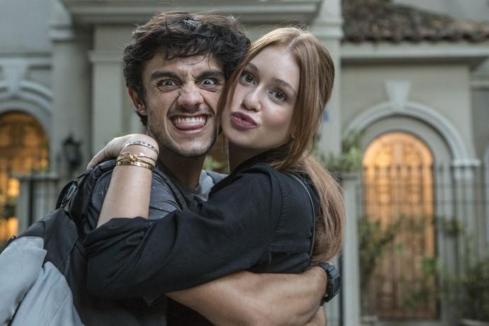 Felipe Simas e Eliza, durante gravação de Jonatas e Eliza, em 'Totalmente Demais' (Foto: Felipe Monteiro/Gshow)