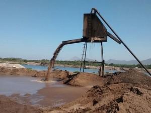 Extração ilegal de minerais era praticada no local (Foto: Divulgação/Inea)