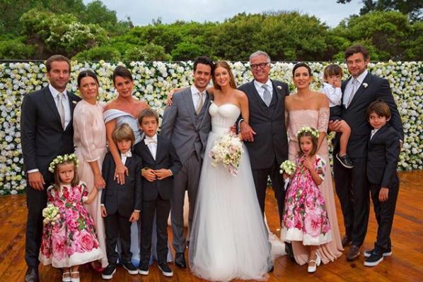 Foto em família no casamento de Marina Ruy Barbosa e Xandy Negrão (Foto: Reprodução/Instagram)