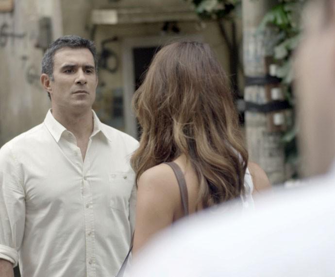 Carlos tem ataque de ciúme (Foto: TV Globo)