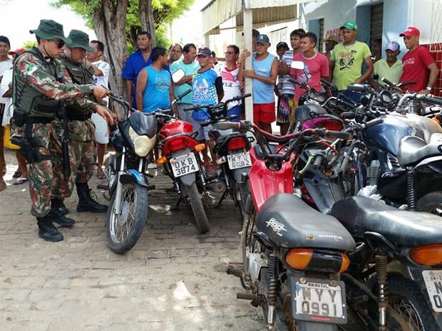 Ibama apreendeu veículos usados por suspeitos de caçar alves silvestres (Foto: Divulgação/Ibama)