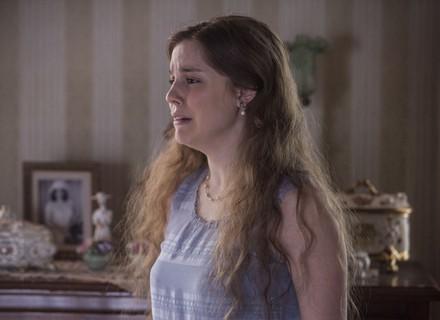 Iolanda descobre cartas de amor, e Cecília se desespera
