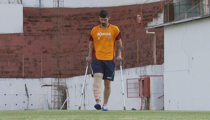 Radamés sofreu uma ruptura dos ligamentos do joelho e não joga mais em 2015 (Foto: Reprodução EPTV)