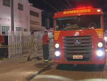 Incêndio destrói clínica psiquiátrica na Zona Oeste do Recife (Foto: Reprodução / TV Globo)