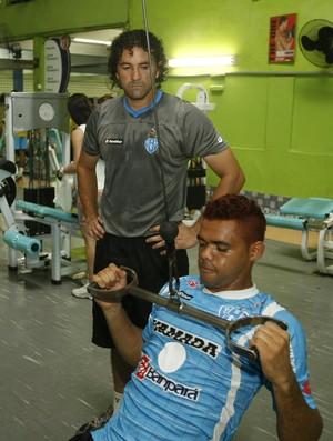Ronaldo treinando Paulo Rafael (Foto: Marcelo Seabra/O Liberal)