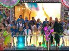 Dezenas de famosos homenageiam Boni em carro da Beija-Flor; veja fotos